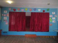 Ученики 10 и 9 классов наряжали зал